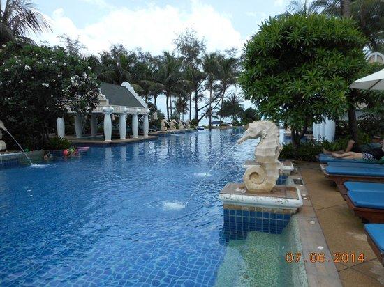 Phuket Graceland Resort & Spa : Deluxe Pool Access