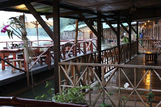 River Kwai Jungle Rafts Resort: les extérieurs