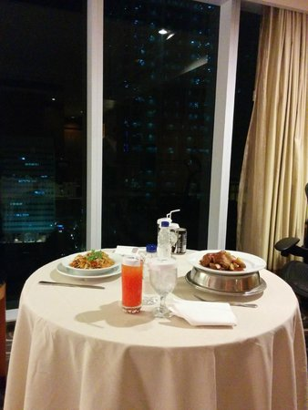 """Pan Pacific Manila : Our """"private restaurant"""" dinner thanks to Room Service"""