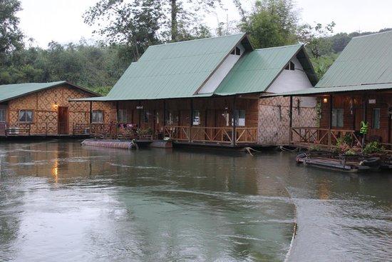 River Kwai Jungle Rafts Resort: notre lodge