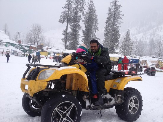 Solang Valley Resort: Just a pose! Not a easy one to ride as it seems to be :-)
