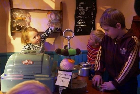 Junibacken: кафе в городке для детей