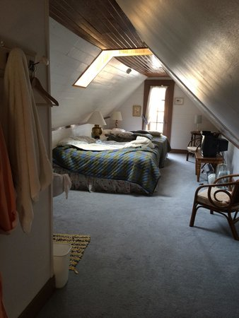 Clementine's Bed & Breakfast: The upstairs room, complete with its own bath, balcony and skylight.