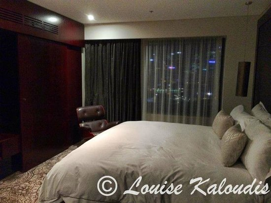 Astral Tower and Residences at The Star : King size bed