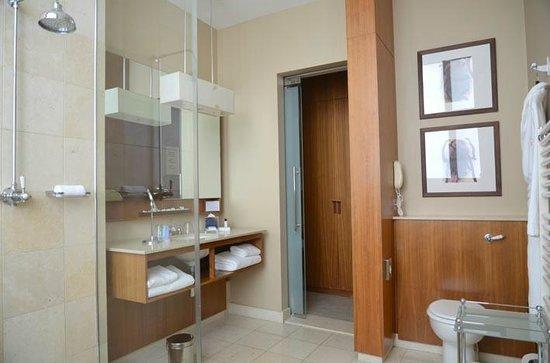 Threadneedles, Autograph Collection: Bathroom view 1 room 209