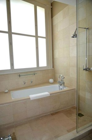 Threadneedles, Autograph Collection: Bathroom view 2 Room 209