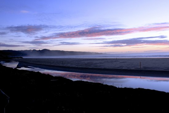 Ahipara Beachfront Accommodation : A moody mid winter solstice evening