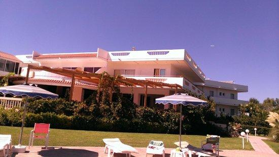 Sabina Hotel : Внутренний холл- бар и терраса отеля