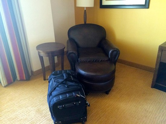 Hilton Garden Inn Phoenix Airport North: A chair to relax in