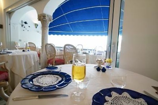 Hotel Marina Riviera: 同じ経営者 となりのレストラン 割引あり