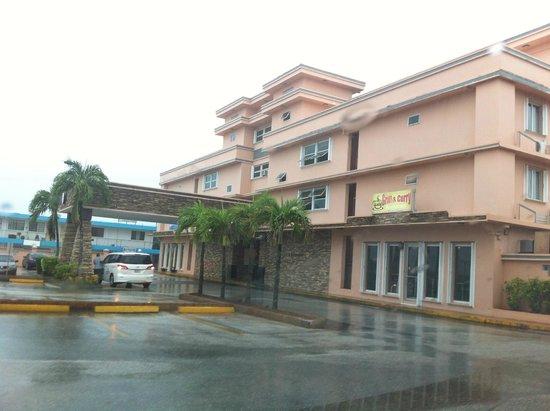 Wyndham Garden Guam: Outside