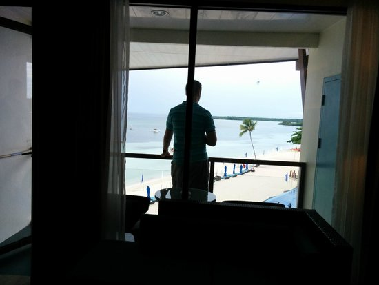 The Bellevue Resort Bohol : Looking out to the balcony