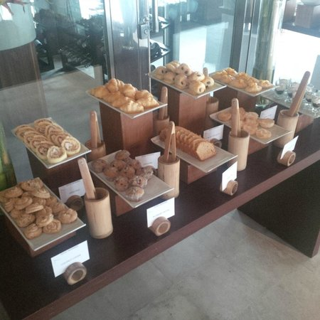 SALA Samui Choengmon Beach Resort: Breakfast buffet pastry section