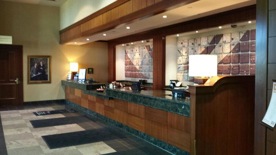 Edmonton Marriott at River Cree Resort: Front desk