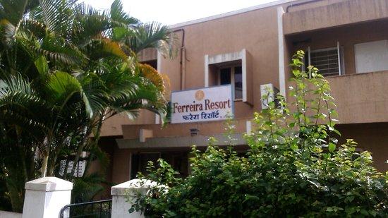 Ferreira Resort: Entrance to the hotel