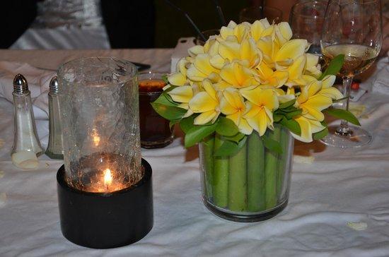 White Rose Kuta Resort, Villas & Spa: Favourite Flowers on Table