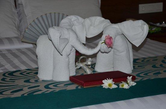 White Rose Kuta Resort, Villas & Spa : Our Bed