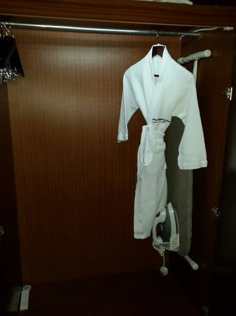 Swiss-Belhotel Doha : bath roob