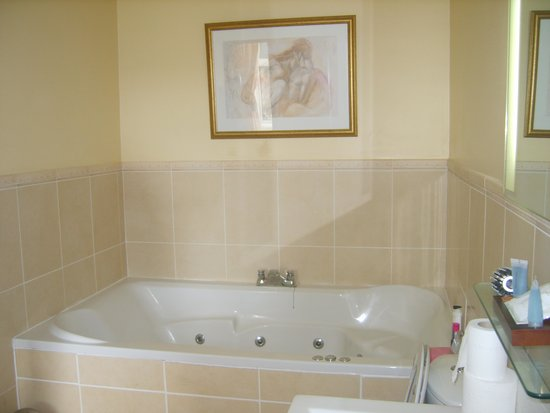 Ford Bank Country House Hotel: spacious bathroom