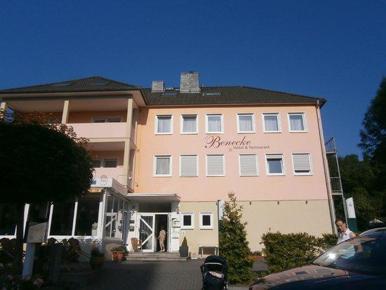 Benecke Dusseldorfer Hof: Вид отеля с дороги