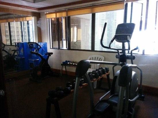 Prince Plaza II: Gym in the upper penthouse