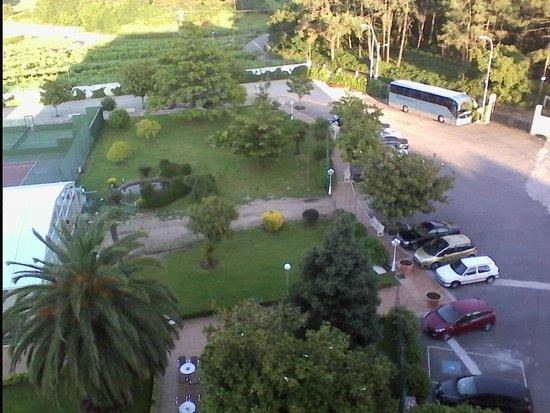 Nuevo Astur: jardin con zona de obras