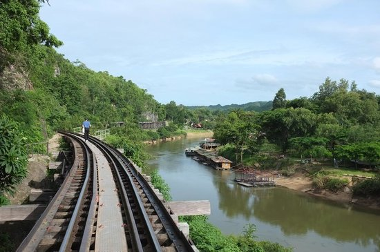 Tham Kra Sae Bridge : A walk along dead railway
