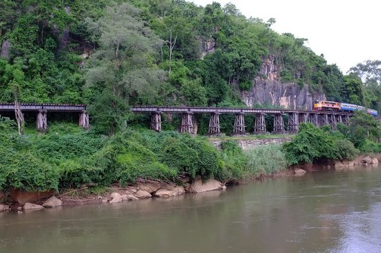 Tham Kra Sae Bridge : Imagine you're on the railway at this time?