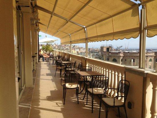 Grand Hotel Savoia : бар на вехнем этаже