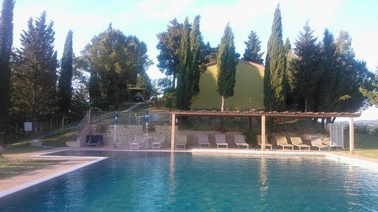 Diacceroni Agriturismo Biologico : view from swimming pool towards the house