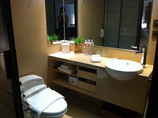 Hotel Cozzi Minsheng Taipei: Bathroom