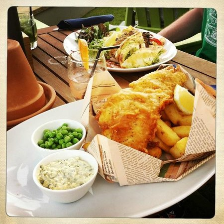Tommy Jacks Beach Hotel: Cornish Beer Battered Fish & Chips and Blackened Pork Shoulder and Pasta