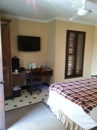 Casa La Fe - a Kali Hotel: DirectTV - lots of channels!
