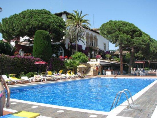 Hotel Roger de Flor Palace: The pool area