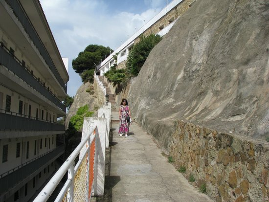 Hotel Roger de Flor Palace: The stairs to the beach or to the shops area