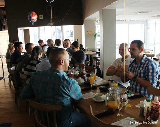 Blue Waters Cafe: peeps having fun