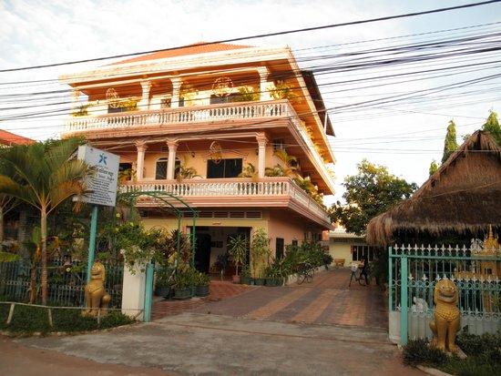 Damnak Lumher Angkor: ホテル正面