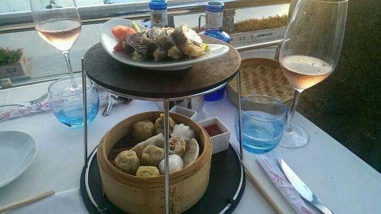 Republic Restaurant : Thuna Sushi and dim sum