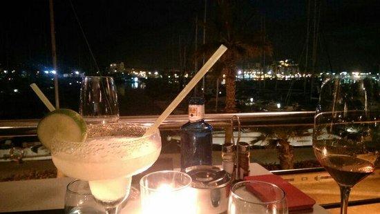 Republic Restaurant : Yummy margerita and Marina by night