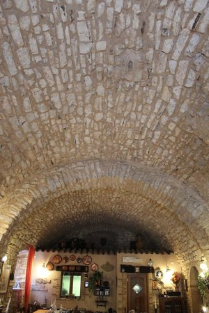 Agriturismo il Bastione: soffitto da pranzo