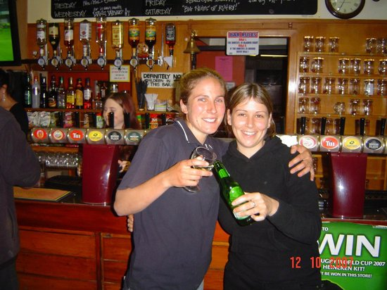 Okoroire Hot Springs Hotel: Having a drink at the Oko Pub