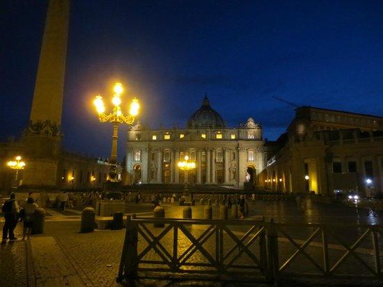 Petersplatz (Piazza San Pietro): Plaza de San Pedro al anochecer, experiencia recomendada