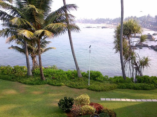 Mount Lavinia Hotel : view accross the bay