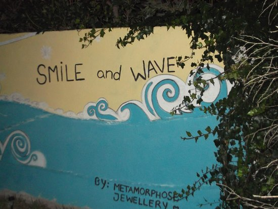 Carcavelos Surf Hostel: Smile!