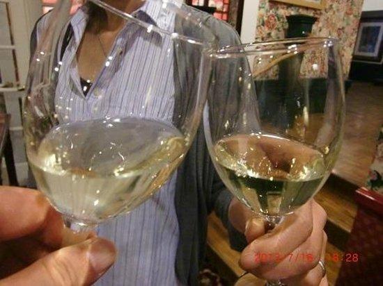 White Swan Inn: ワインアワーにて
