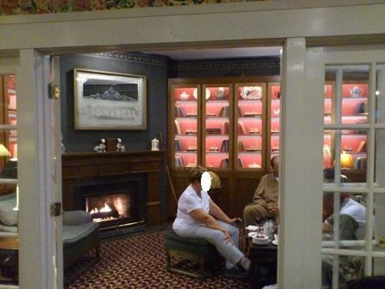 White Swan Inn: ワインアワーでのラウンジ