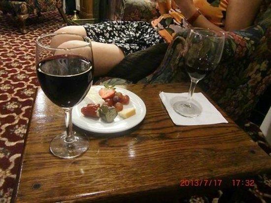 White Swan Inn: 2日目のワインアワーにて