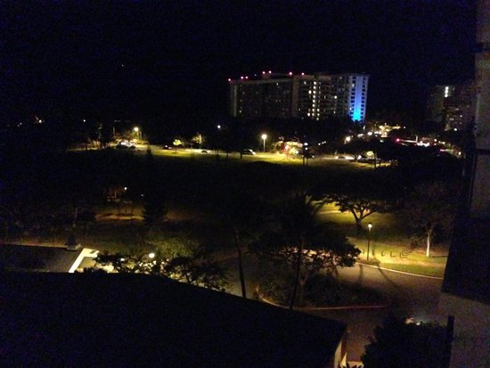 Luana Waikiki Hotel & Suites : View from our room at night