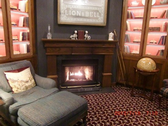 White Swan Inn: ラウンジの暖炉
