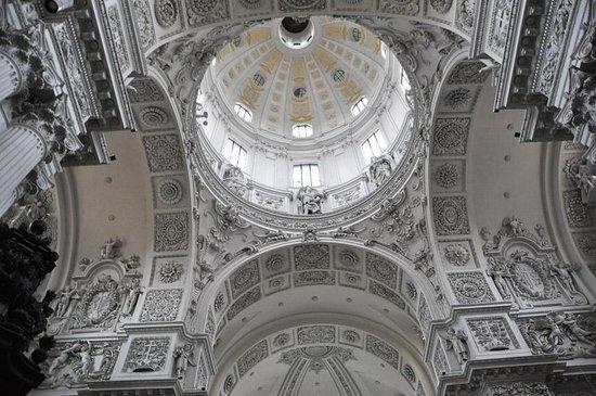 Theatinerkirche St. Kajetan: церковь Театинеркирхе